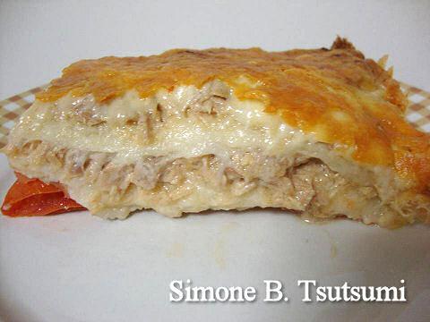 Torta de pao de forma com atum no forno