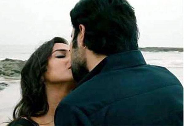 Vidya Balan Kissing Video