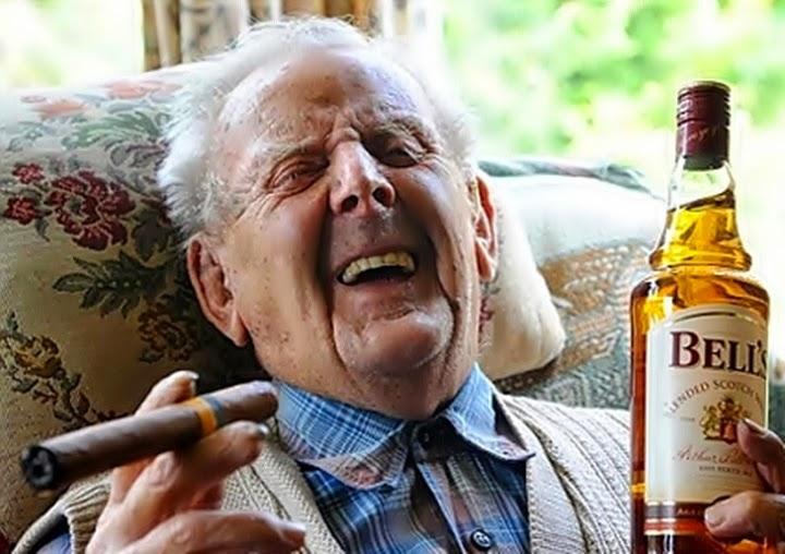 Resultado de imagen de adultos fumando y bebiendo