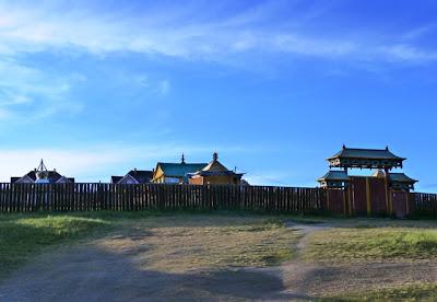 Буддийский храм в Эрдэнэте, Монголия.