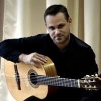 Гитарист Александр Вулла