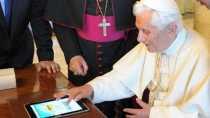 El árbol de navidad más grande del mundo fue encendido por el Papa desde un iPad