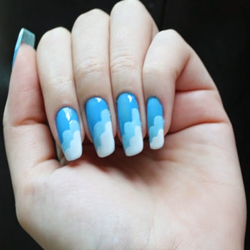 Modelos de unhas decoradas com nuvens para você copiar