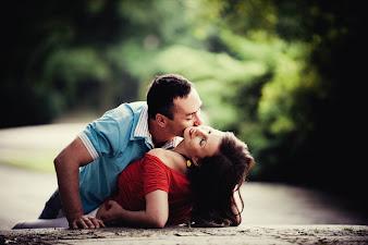 #12 Hugs and Kisses Wallpaper