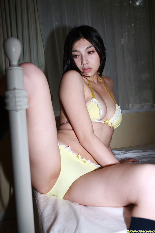 pornstar bikini leg spread