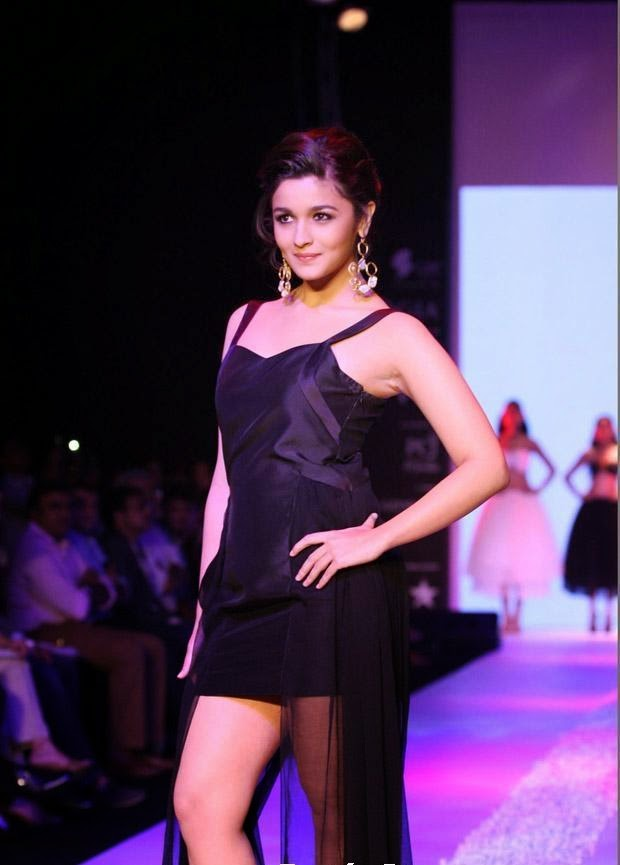 Alia Bhatt Hot Black Mini Skirt Hot Exposing Thunder Thighs Milky juicy Wet Hot Pics of Alia Bhatt