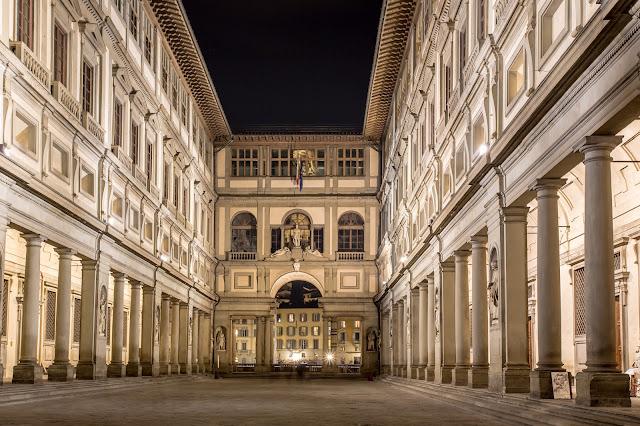 La Galería dels Uffizi - a nivel de calle :: Canon EOS5D MkIII | ISO100 | Canon 17-40@39mm | f/13 | 30s (tripod)