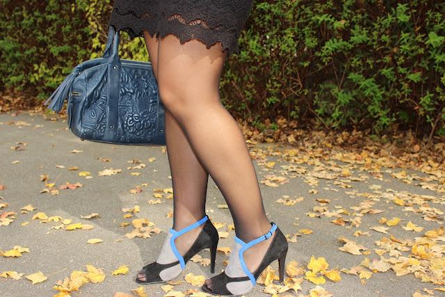 Top mango bleu, jupe dentelle, chaussures minelli