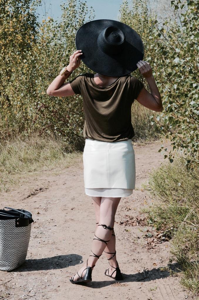 minimal leather skirt off white boho floppy hat sandals see thought fashionblogger dutch blogger