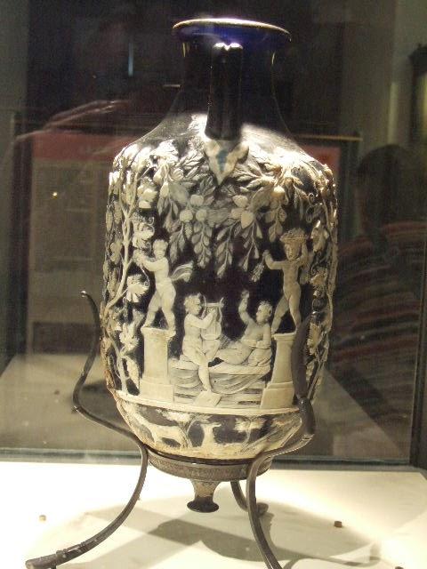 το αγγείο του τρυγητού, που βρίσκεται στο Μουσείο της Νάπολης