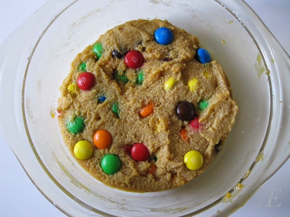 Opskift på Chocolate chip cookie med m&m's, bagt i mikroovn