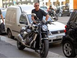 http://www.enfemenino.com/famosos/eros-ramazzotti/album827072/eros-ramazzotti-el-album-del-club-de-fans-20146888.html