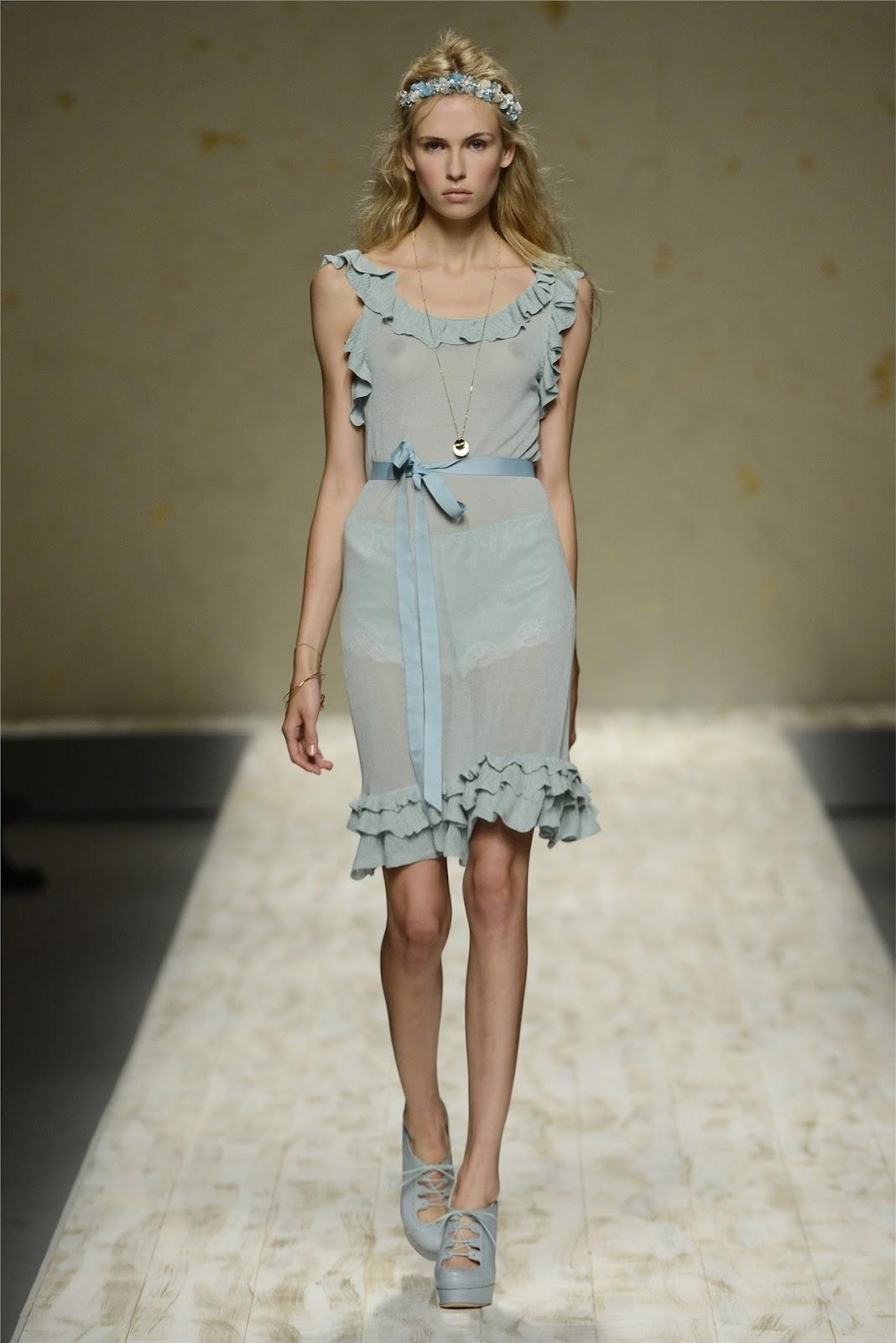 http://4.bp.blogspot.com/-OuVPRgaFdoA/UF75Ijh20GI/AAAAAAAANLk/0CGVOX3mZAI/s1600/Milano+Fashion+Week+-+Blugirl+(Spring-Summer+2013)+33.jpg