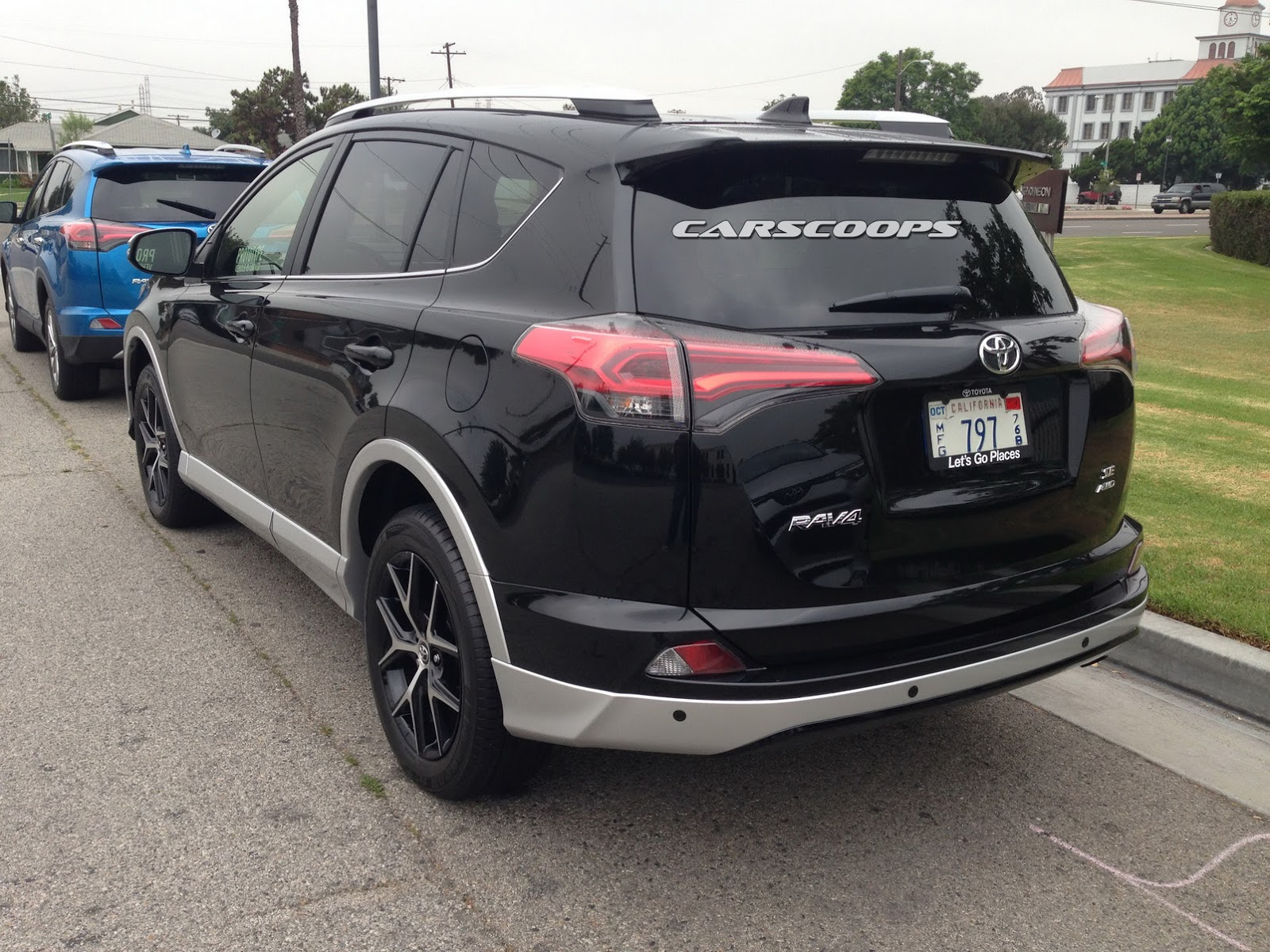toyota rav4 forums toyota 39 s facelifted 2016 rav4 and new rav4 hybrid snagged out in the open. Black Bedroom Furniture Sets. Home Design Ideas