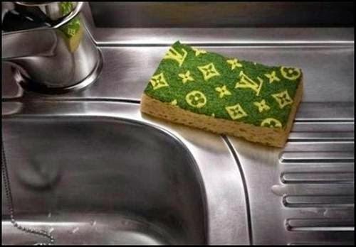 Convencendo a mulher a lavar a louça