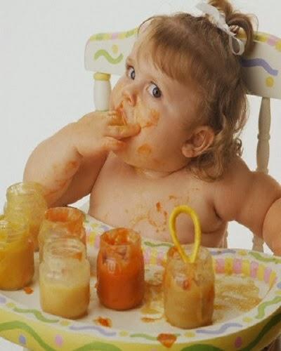 Photo bébé qui mange
