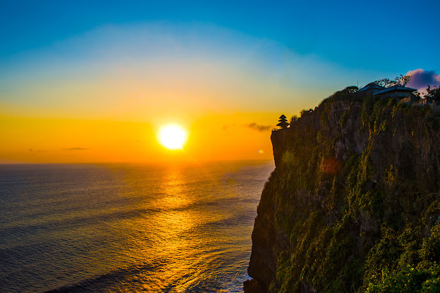 Sunset at ULUWATU TEMPLE for your things to do in Bali holidays