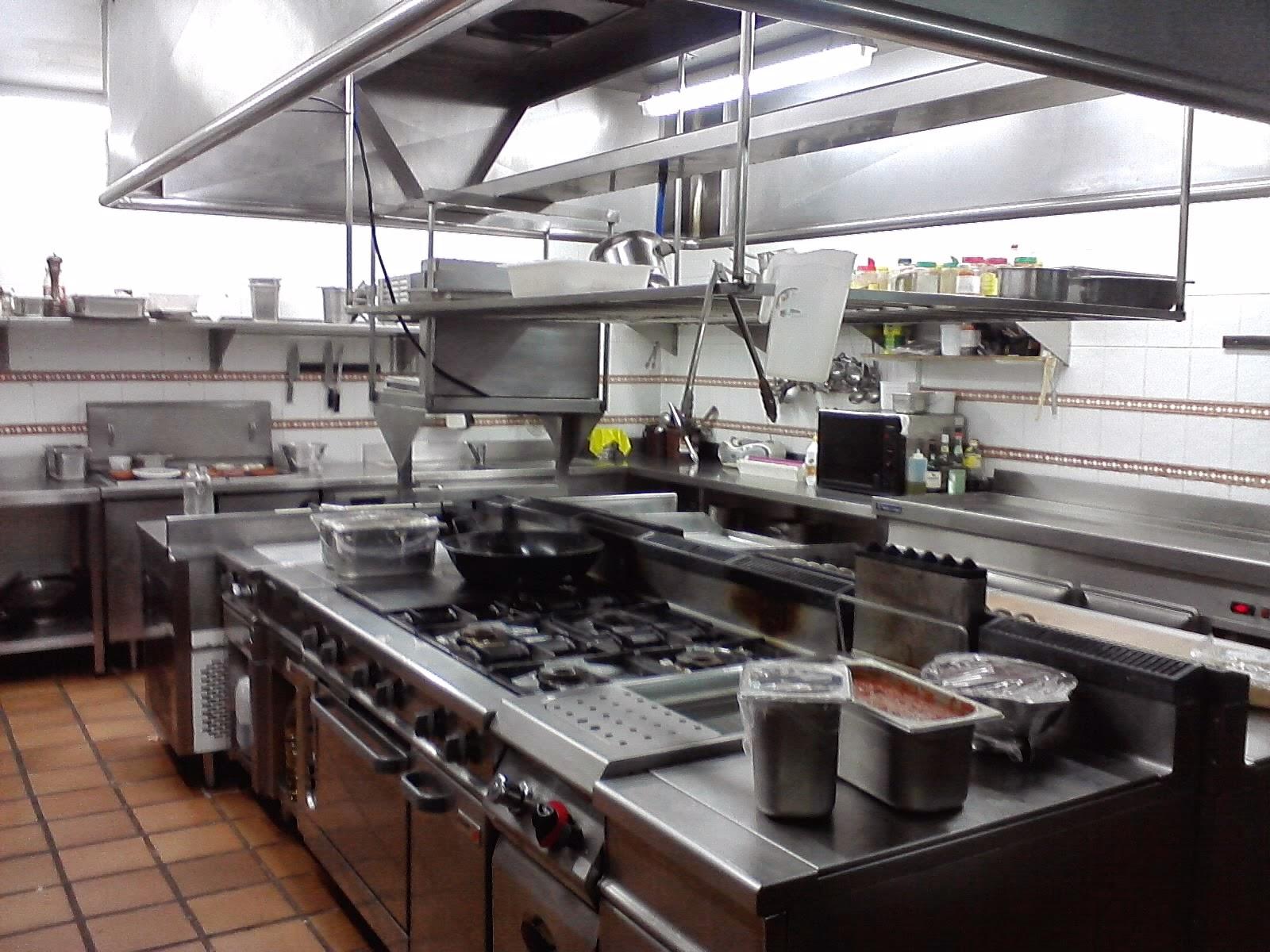 Limpieza de campanas extractoras y cocinas industriales for Medidas de cocina industrial