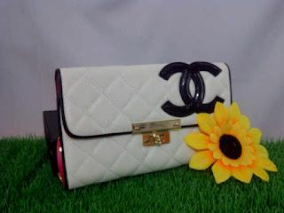 dompet channel insolite putih
