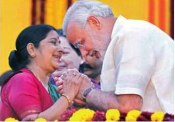 Gujarat CM Narendra Modi greets BJP leader Sushma Swaraj