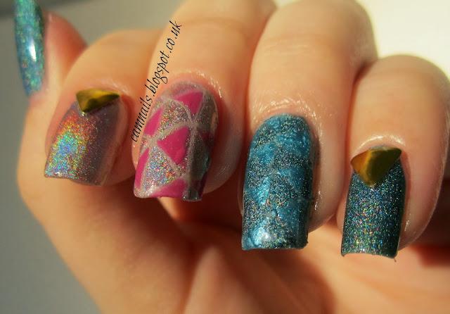 holographic-pattern-triangle-nail-art-stud-manicure