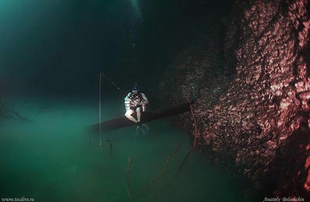 Río oculto bajo el agua fluye debajo del océano México