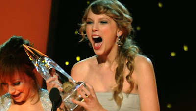 Taylor Swift - CMA Awards 2011