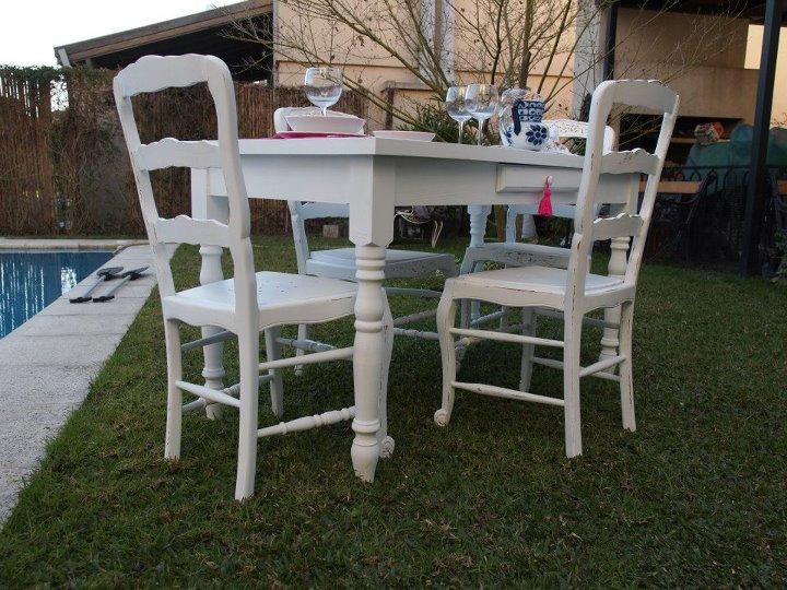 Vintouch muebles reciclados pintados a mano mesa y for Mesa y sillas blancas