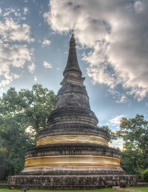 Chedi on top of Wat Umong