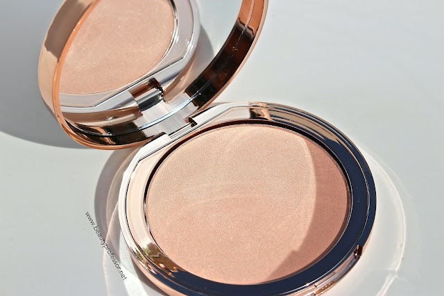 charlotte tilbury x norman parkinson dreamy glow highlighter swatches