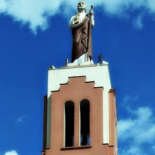 São Pedro no topo da torre da Igreja Matriz - São Pedro do Sul (RS)