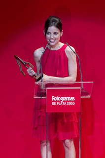 Elena Anaya recogiendo su premio en la gala de los premios Fotogramas de plata