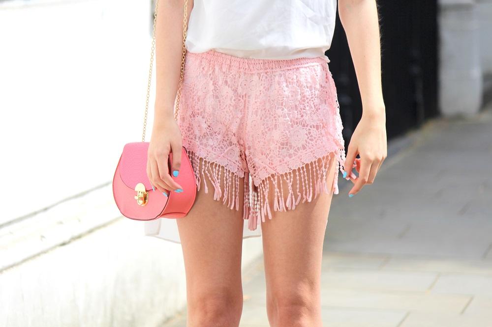 peexo fashion blogger wearing pink fringe shorts and mini bag
