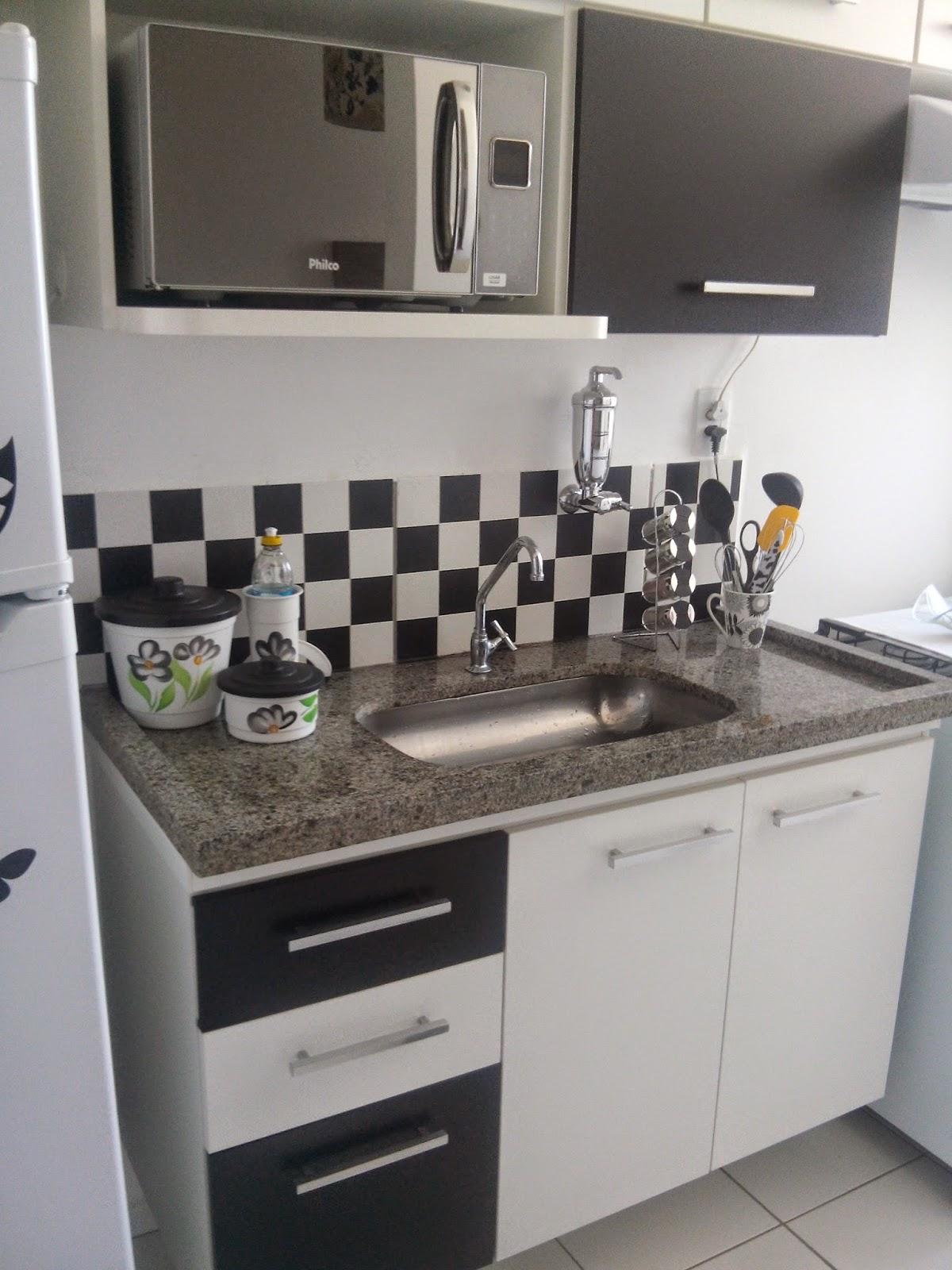 que na minha cozinha só tem azulejo perto da pia e foi nesse azulejo  #605A50 1200x1600 Banheiro Azulejo Metade