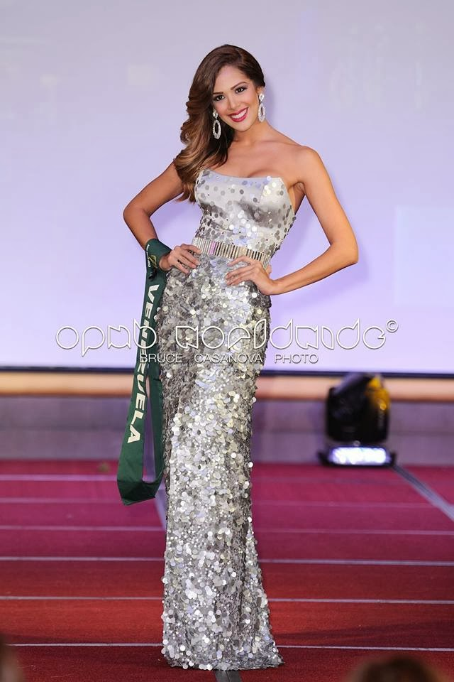 Miss Earth 2013 Best in Evening Gown Venezuela Alyz Henrich