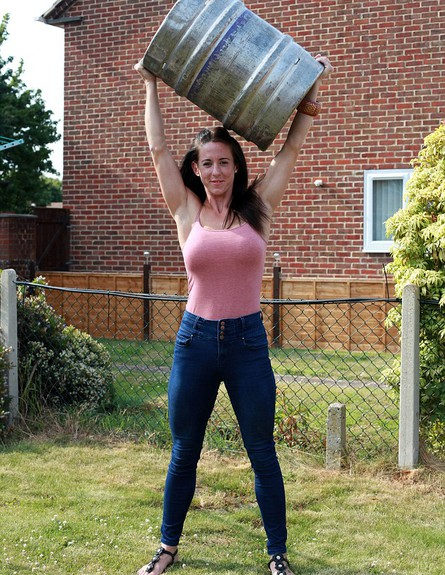 מנחשים כמה קילו האישה הזאת יכולה להרים?