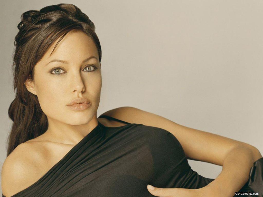 http://4.bp.blogspot.com/-OxU1sUFyCXI/TpAfe_eenvI/AAAAAAAAAIE/NKPX1VQEcsA/s1600/Angelina-Jolie-023-1024x768.jpg