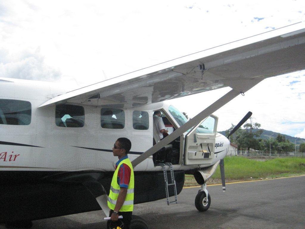 Padang Sidempuan Indonesia  city images : Pesawat Susi Air dan Bandara Aek Godang