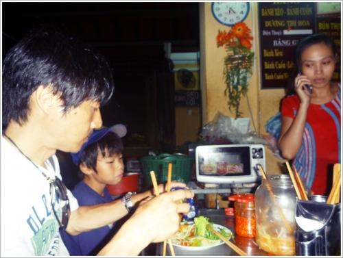 ホイアン 市場内食堂のバインセオ Bánh xèo