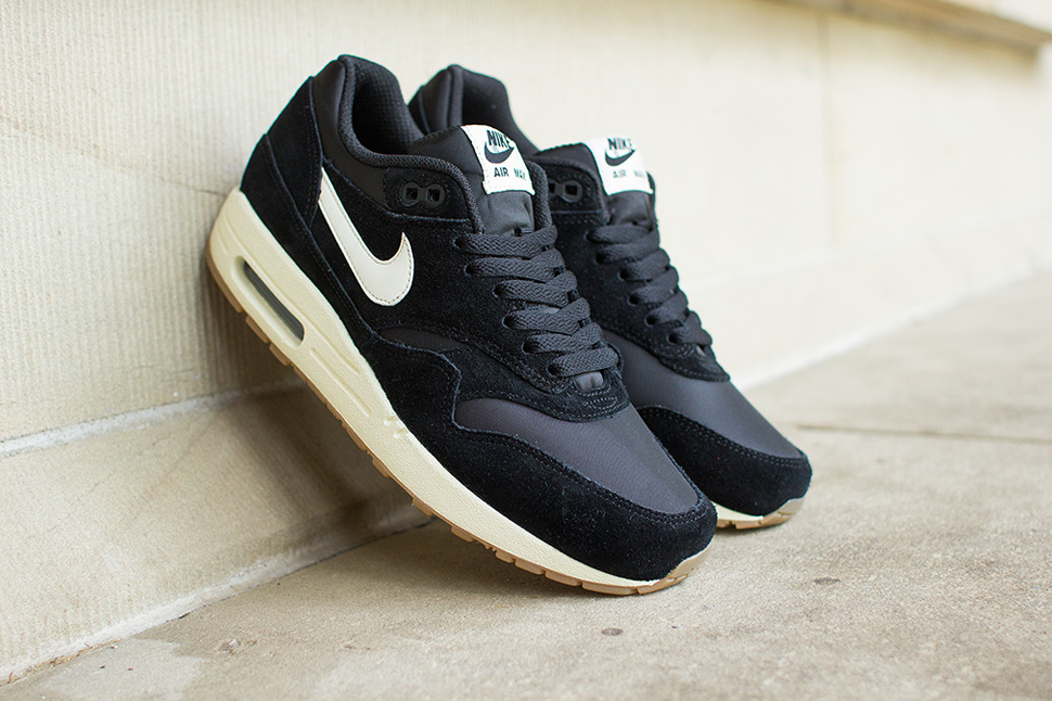 nike air max 1 essential black and gum