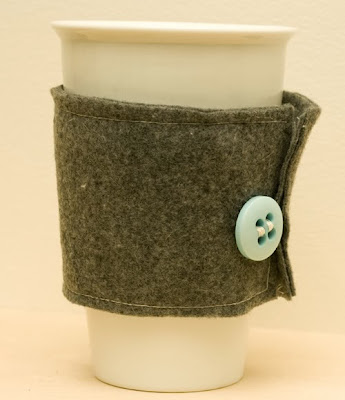 http://blog.recreativeworks.com/2012/01/diy-felt-cup-sleeve/