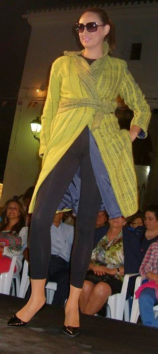 abrigo amarillo