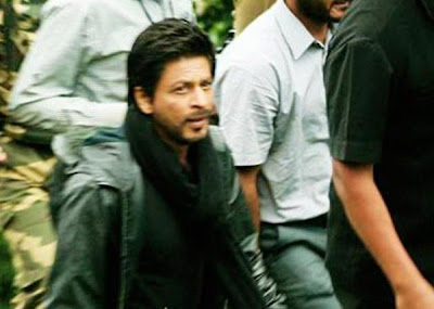 Shahrukh Khan On the sets of Yash Chopra's Nex in Kashmir