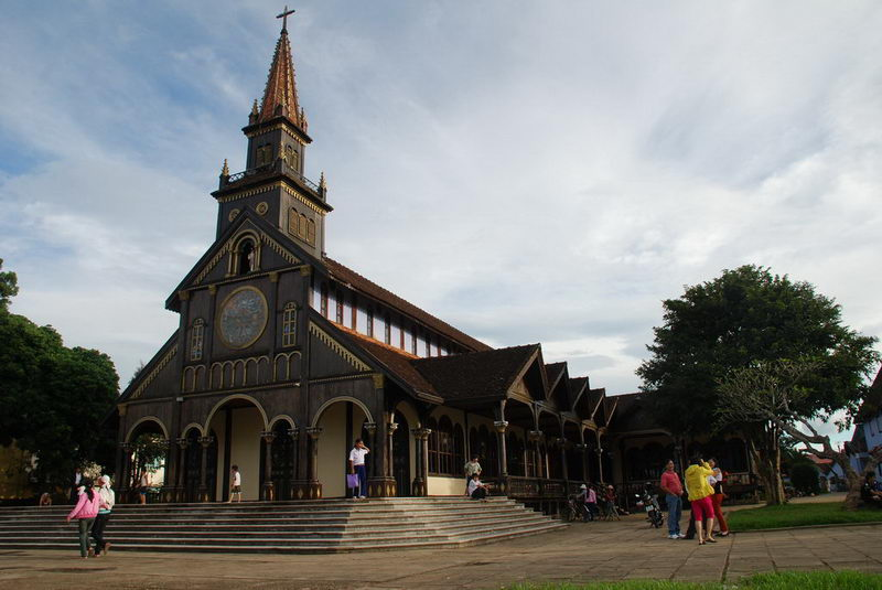 Nhà thờ gỗ ở Kontum - Điểm tham quan không thể bỏ lỡ