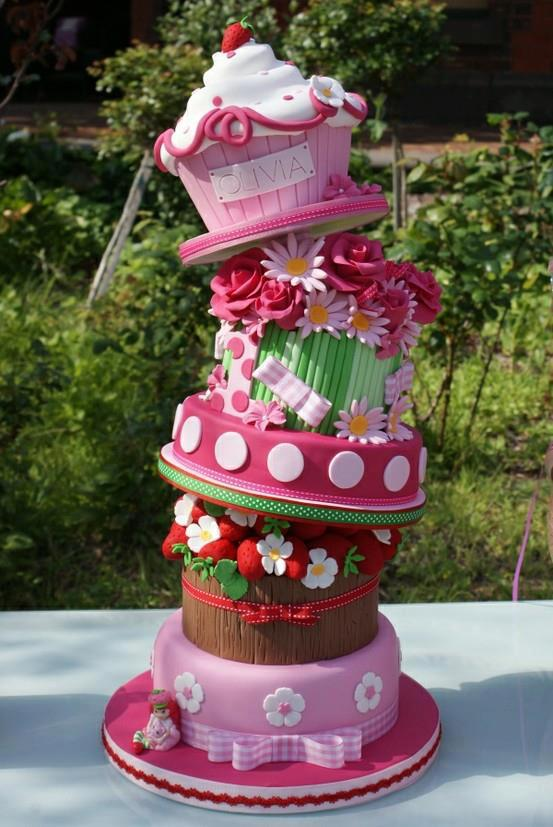 Beautiful Strawberry Cake Images : Beautiful Birthday Cake of 3 Floors - ? Happy Birthday ...