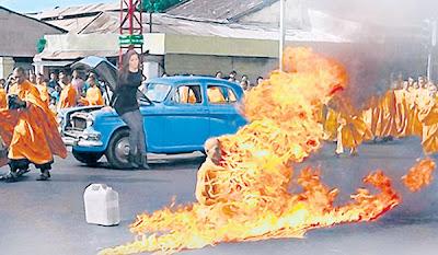 gambar model dengan sami terbakar