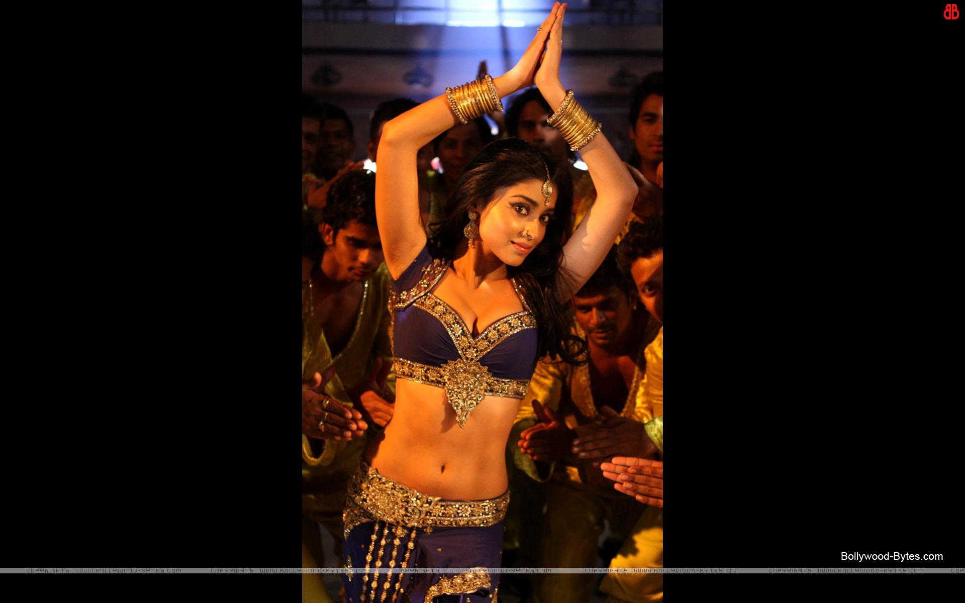 katrina kaif in dhoom wallpapers - Katrina Kaif in Dhoom 3 Hot Photos Movie News Page 1