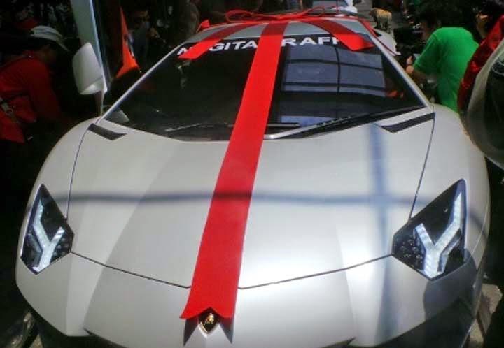 Hadiah Pernikahan Raffi Ahmad dan GIGI Mobil mewah Lamborgini seharga Rp. 12,4 M