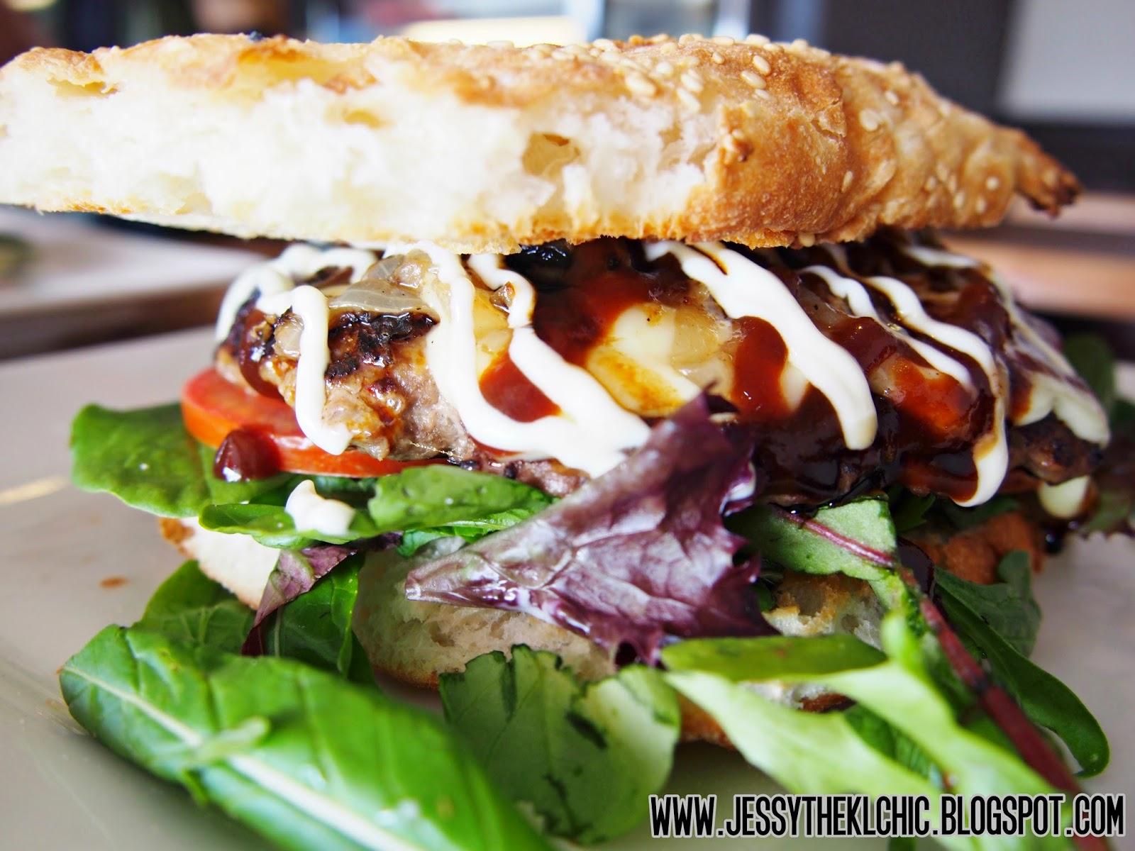 Food: Hugo Burger Lounge (Gold Coast)