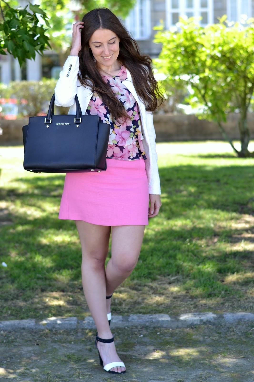combinar falda rosa